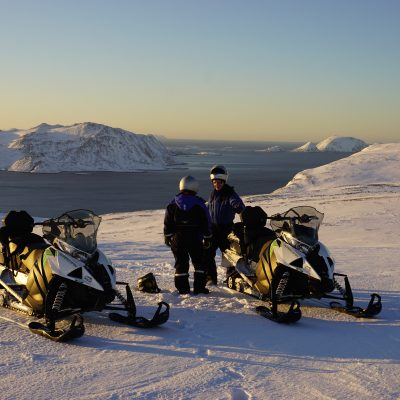 A great reason to book our tour Master the art of snowmobiling – AURORA edition